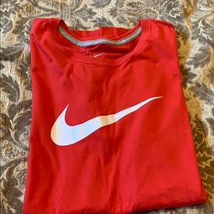 EUC NIKE FITTED TOP